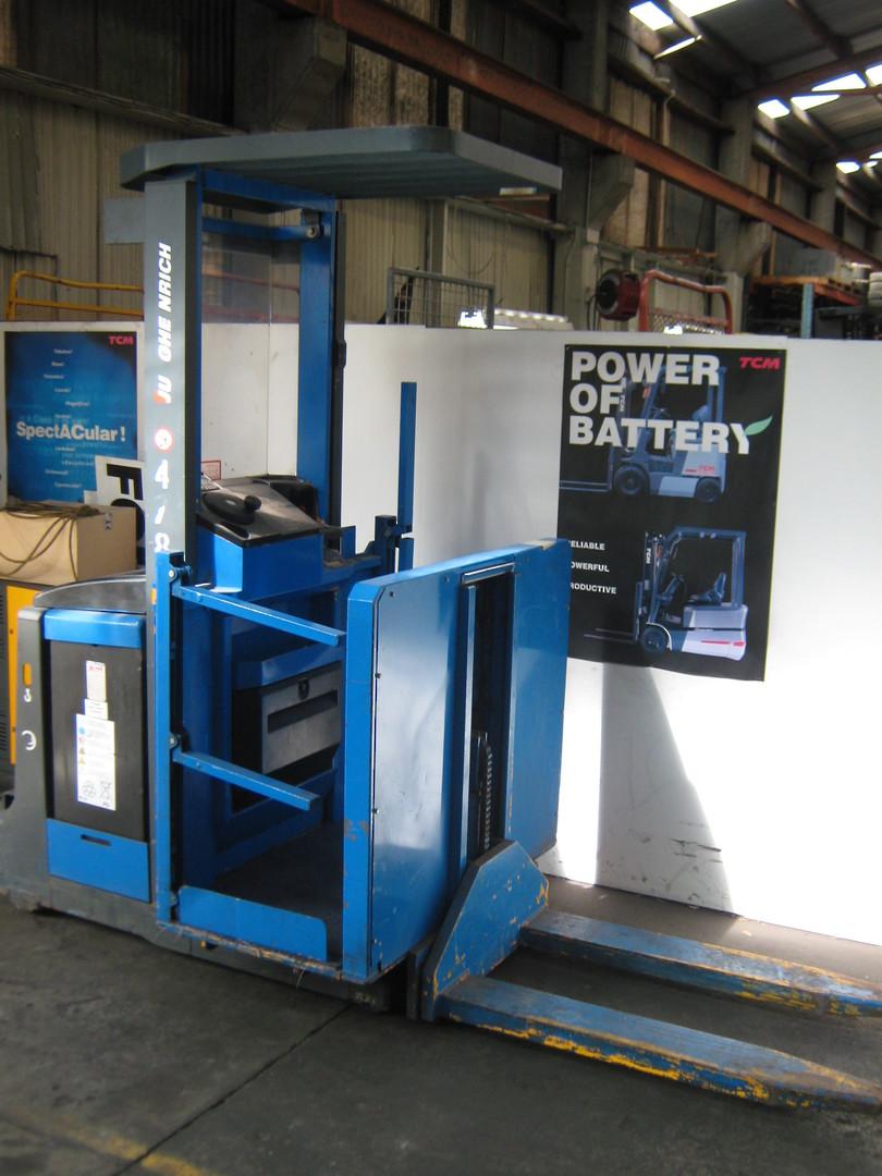 Jungheinrich Battery Electric Man Up Order Picker image 0