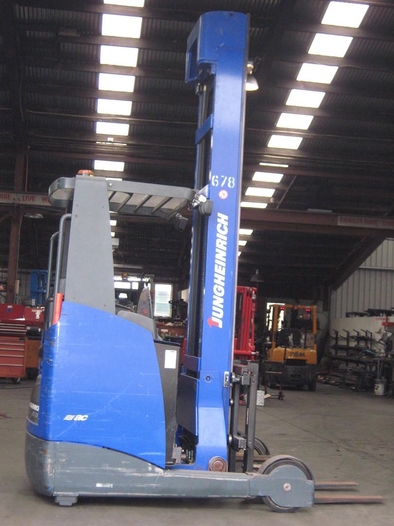 JUNGHEINRICH Reach Truck ETV320 image 0