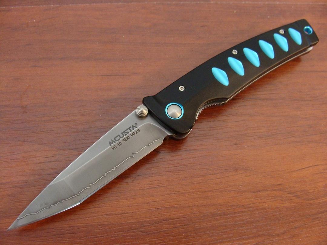 """Mcusta Katana Tanto San Mai Black and blue anodized aluminum 4.25"""" Folder MC-0041C image 0"""