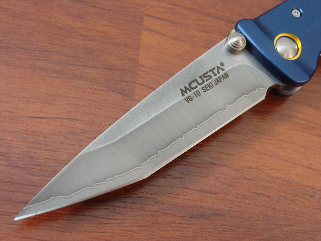 """Mcusta Katana Tanto San Mai Blue and gold anodized aluminum 4.25"""" Folder MC-0042C image 1"""