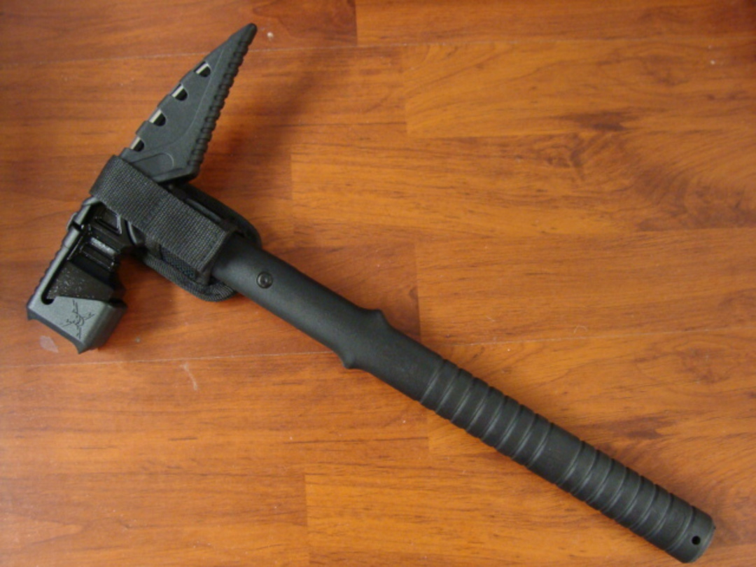United Cutlery M48 Tactical War Hammer With Sheath image 1