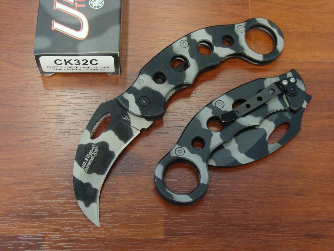 Smith & Wesson Karambit Urban Titanium Knife image 0