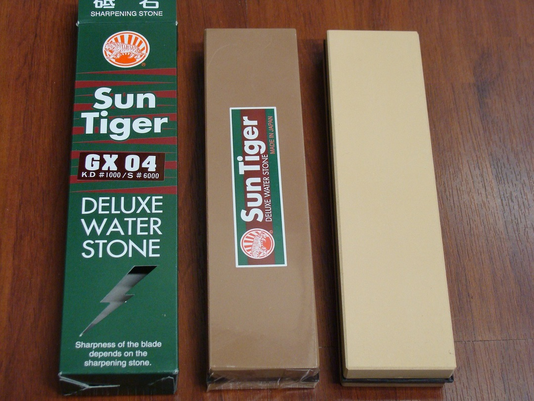 Japanese Sun Tiger Deluxe Combo Water Stone 1000/6000 Grit image 0