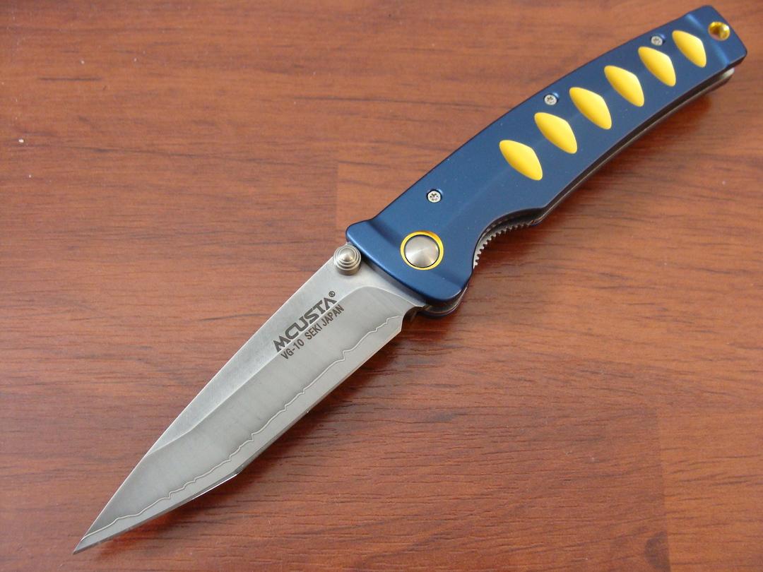"""Mcusta Katana Tanto San Mai Blue and gold anodized aluminum 4.25"""" Folder MC-0042C image 0"""