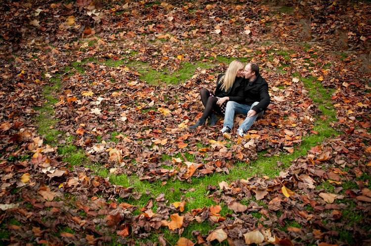 boutique photography engagement posing101 autumn leaves