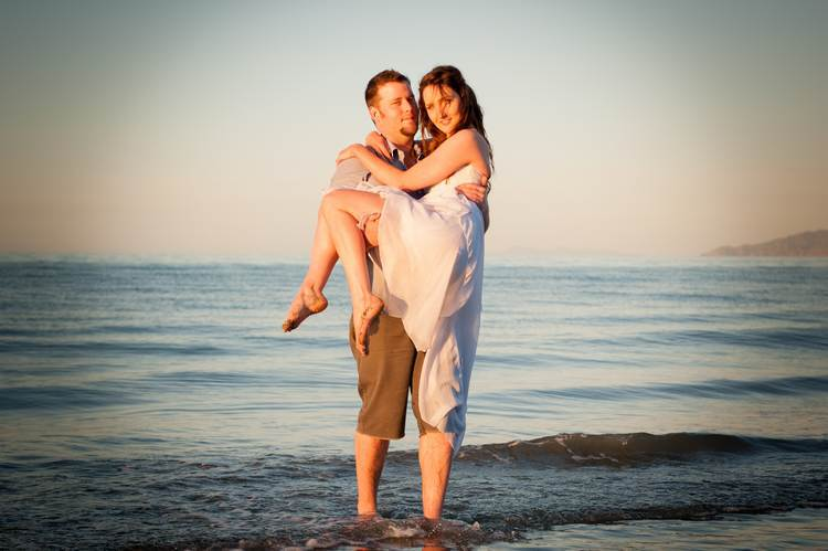 boutique photography engagement posing101 sunset rabbit island beach