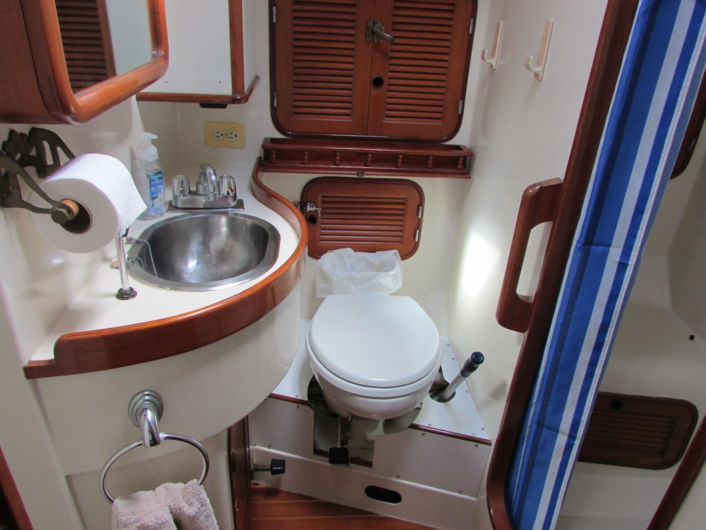 Tashiba 40 Offshore Cruiser - Robert Perry Design image 46