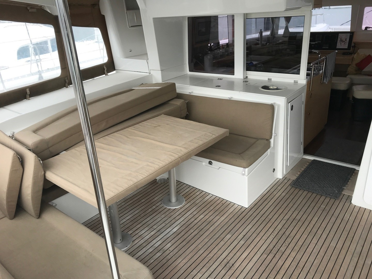 Lagoon 450 Flybridge- Price reduced image 7