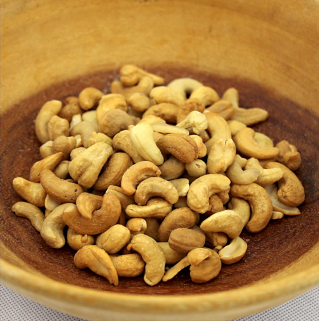 Cashew Pieces Raw 1Kg image 0