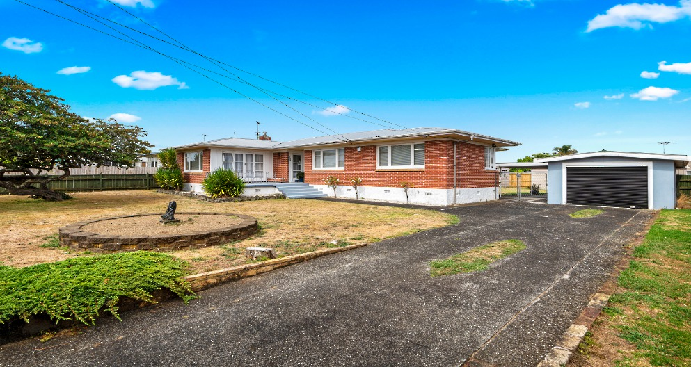 109 OLD WAIROA ROAD PAPAKURA CLARE NICHOLSON BAYLEYS REAL ESTATE BOTANY