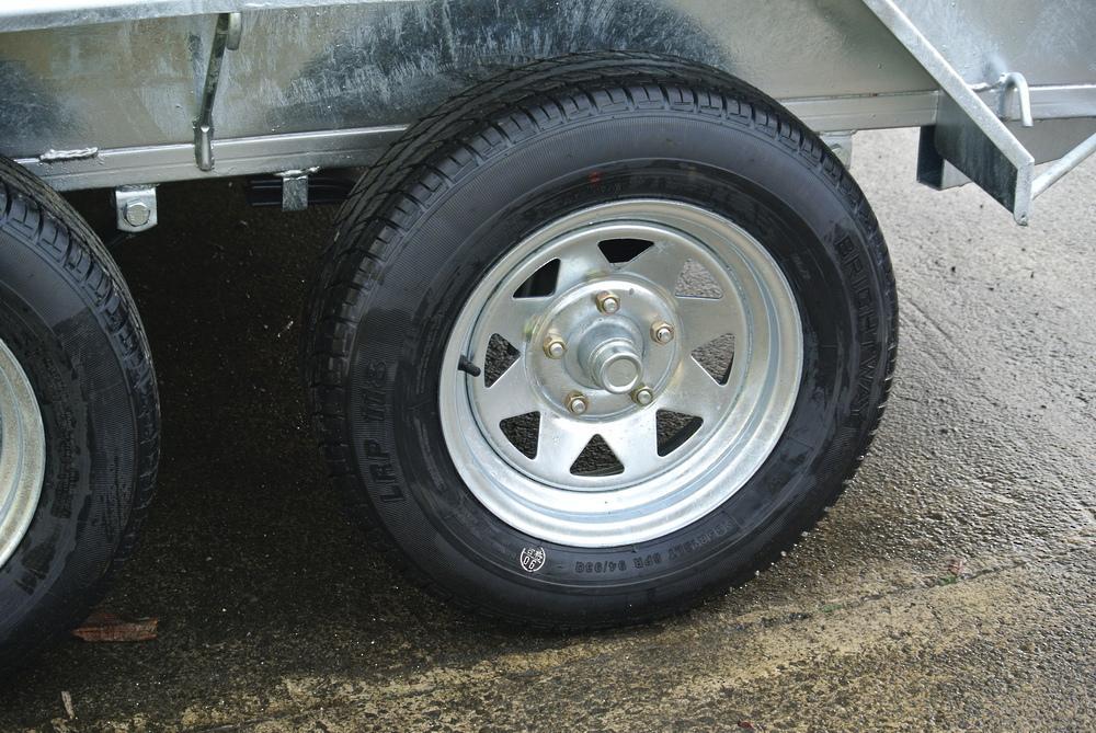 Wheel Assy; 165R13LT; 670kg rated image 0