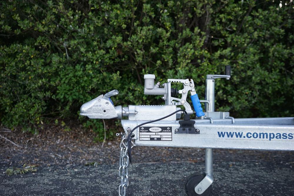 ENCLOSED Heavy Duty Tandem Digger Trailer 2500kg GVM Braked image 4