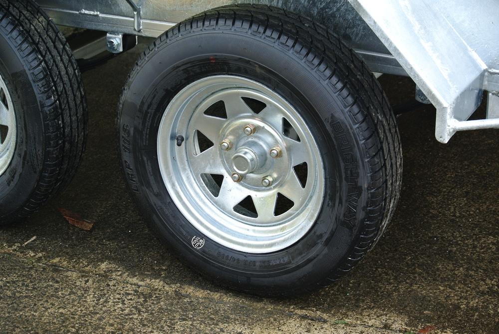 Wheel Assy; 165R13LT; 670kg rated image 1