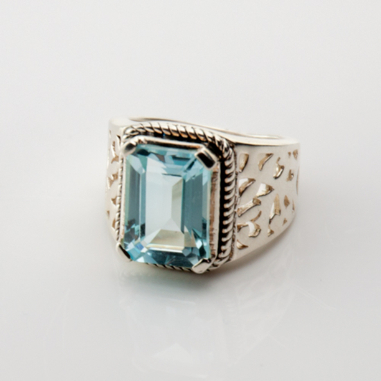 Crystalmountain Logo: Faceted Blue Topaz Ring