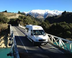 camping-car sur pont en NZ