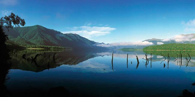 Lac de la région des Fjords de la Nouvelle Zélande