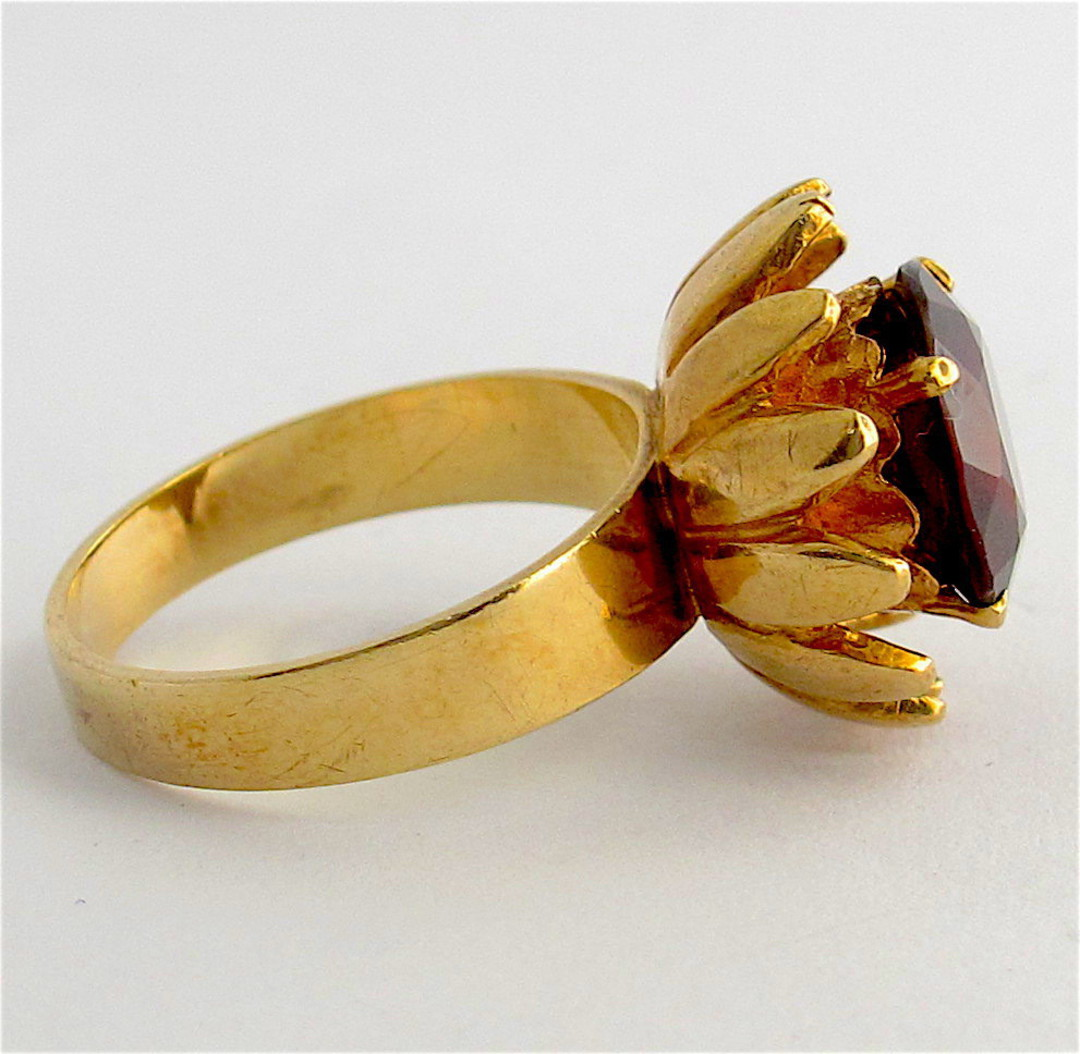 9ct yellow gold and garnet flower style ring image 2