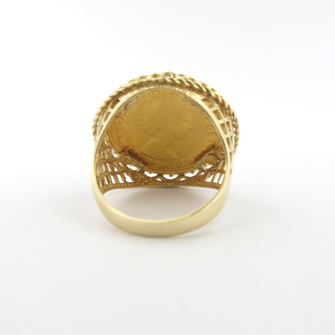 Men's 9ct yellow gold 22ct full sovereign set ring image 2