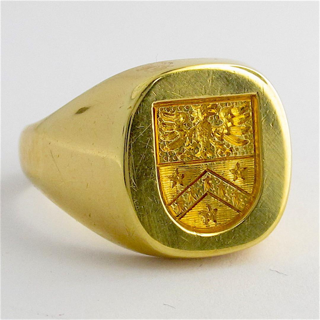 18ct yellow gold engraved signet ring image 1