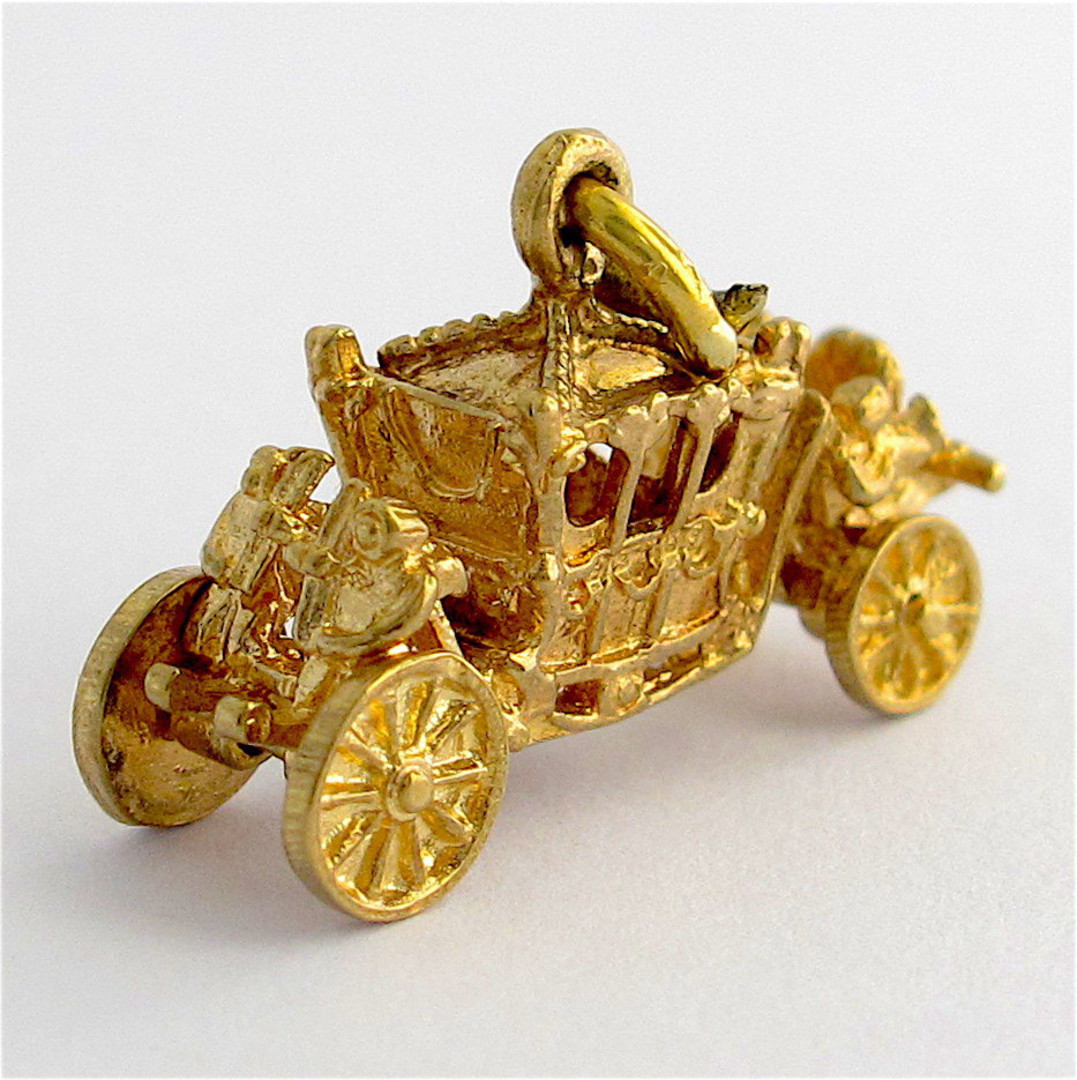 9ct yellow gold carriage charm image 1