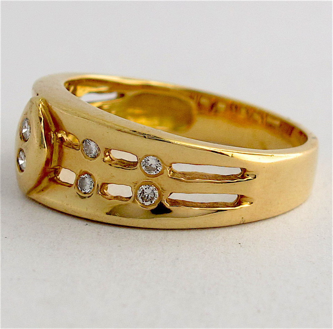 Unisex 18ct yellow gold diamond set dress ring image 1