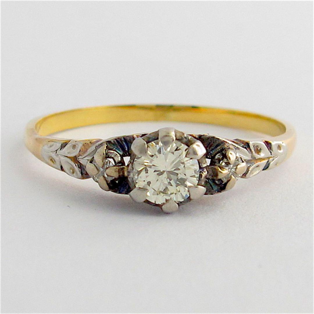 18ct yellow gold & platinum vintage diamond solitaire ring image 0