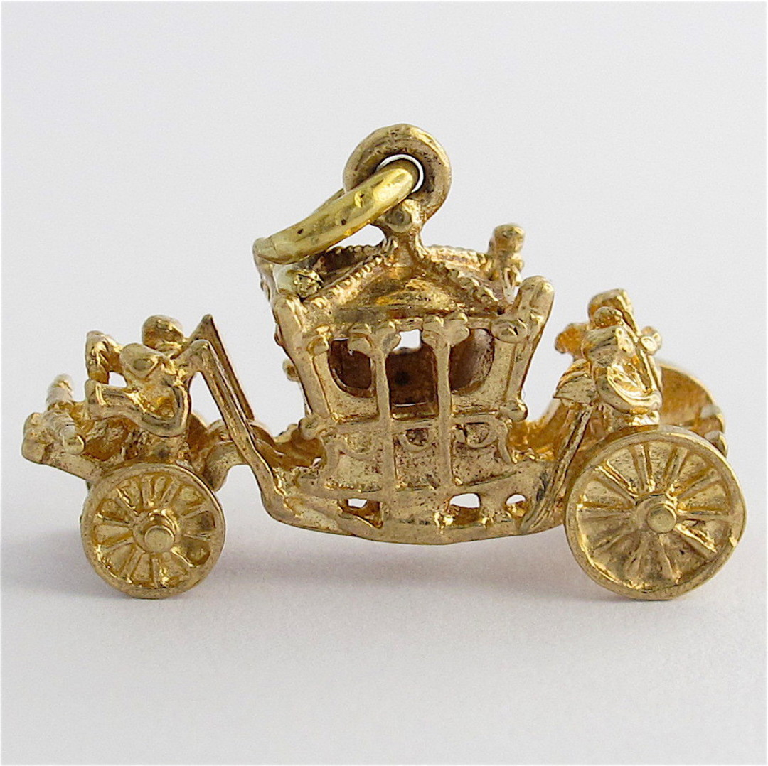 9ct yellow gold carriage charm image 0