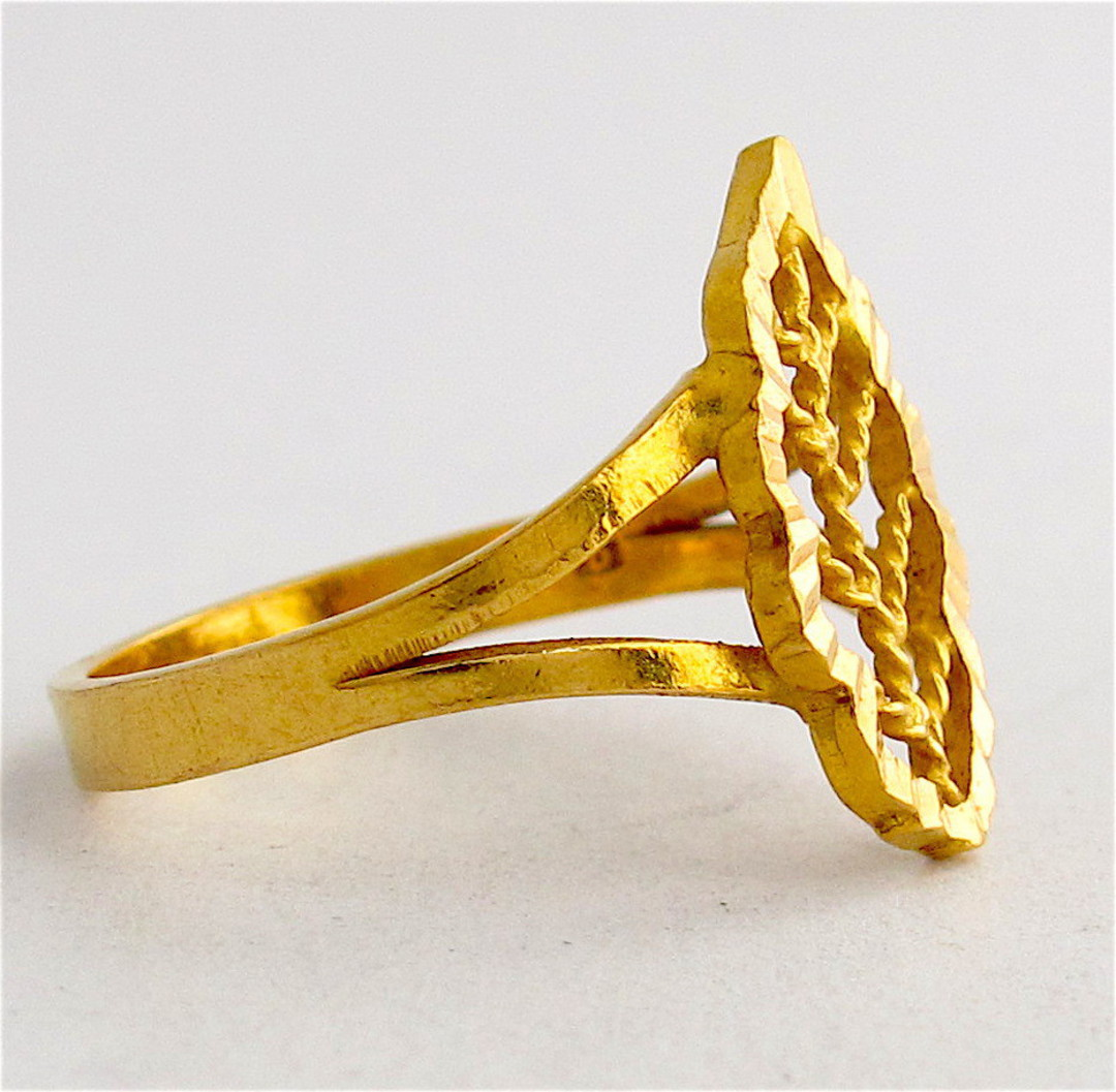 20ct yellow gold leaf ring image 1
