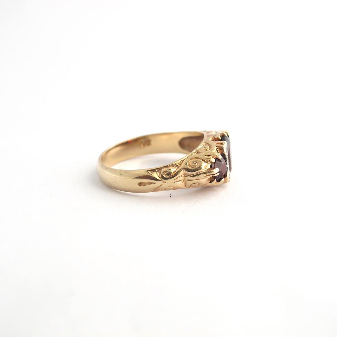 9ct yellow gold 'London Bridge' style 3 stone garnet and diamond set ring image 2