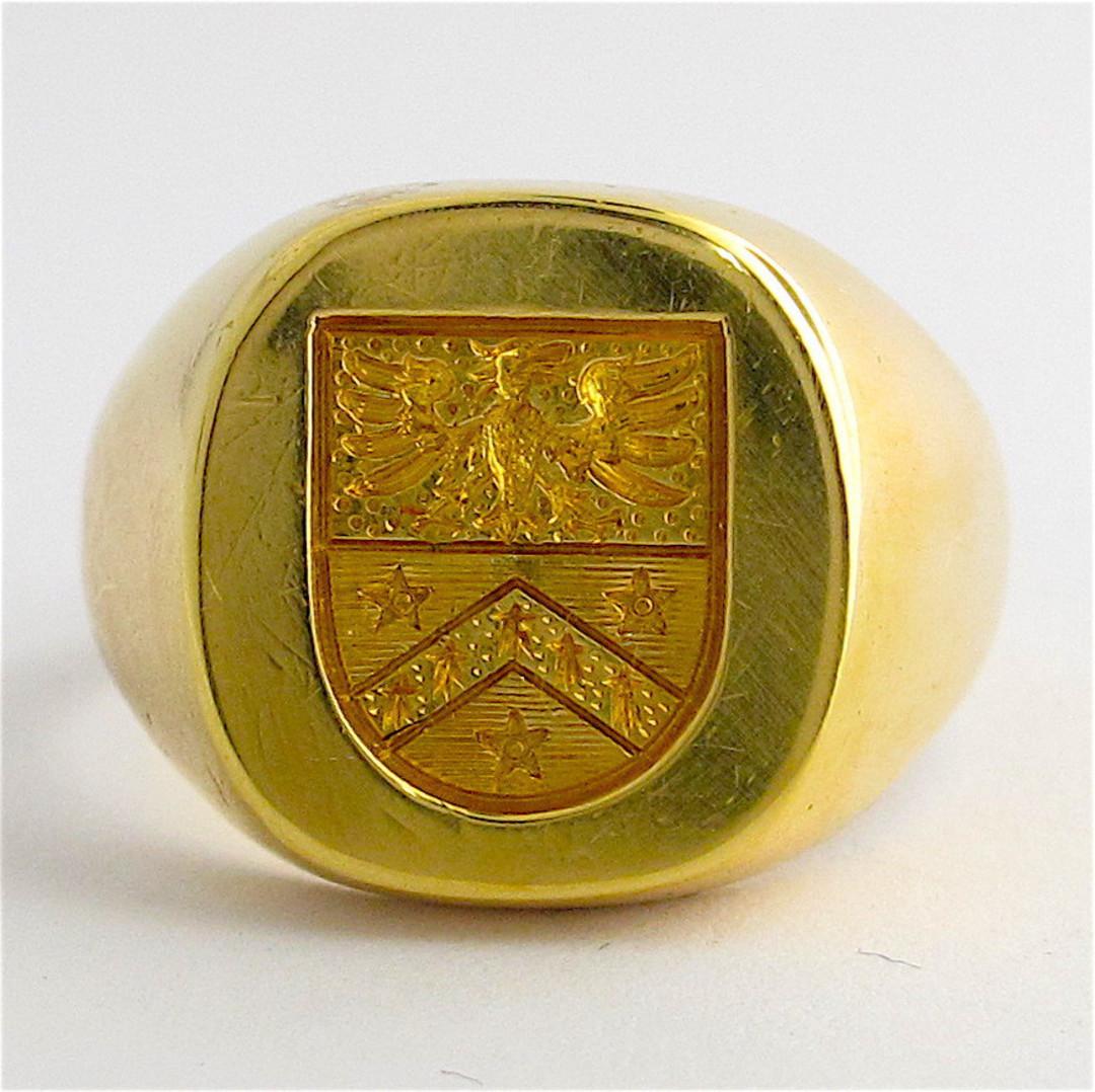 18ct yellow gold engraved signet ring image 0
