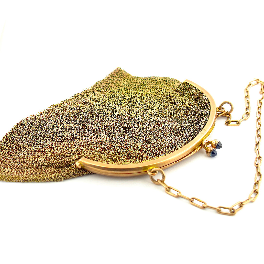 9ct gold early 1900's mesh purse with cabochon sapphire clasp detail image 0