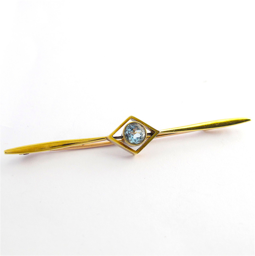 15ct yellow gold aquamarine set brooch image 0