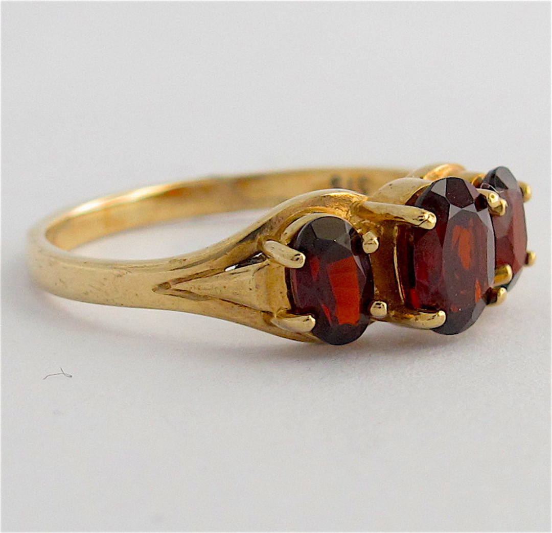9ct yellow gold 3 stone garnet stone ring image 1