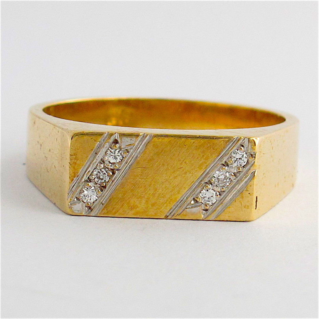 Men's 9ct yellow gold diamond dress ring image 0