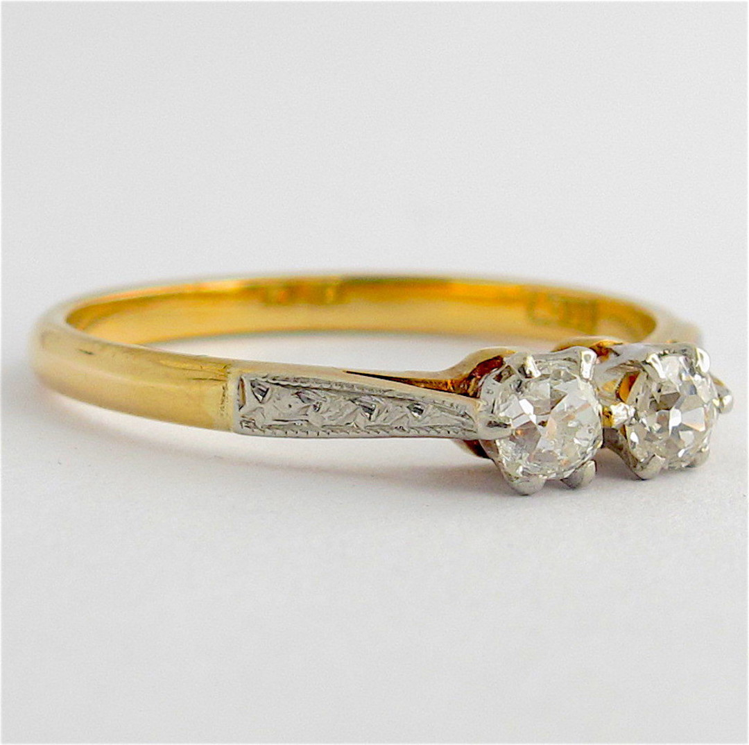 Vintage 18ct yellow gold/platinum x2 stone diamond ring image 1