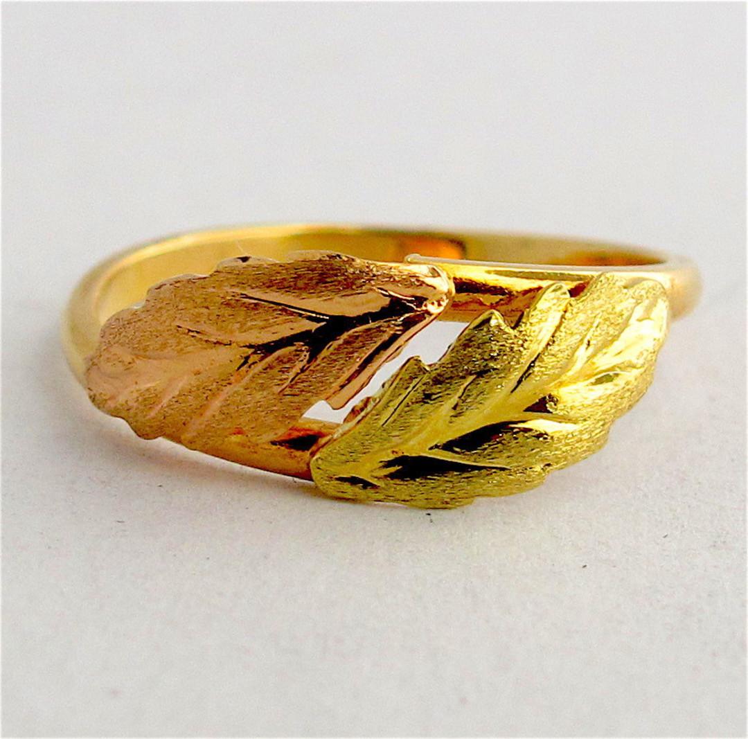 18ct bi-tone leaf design dress ring image 0