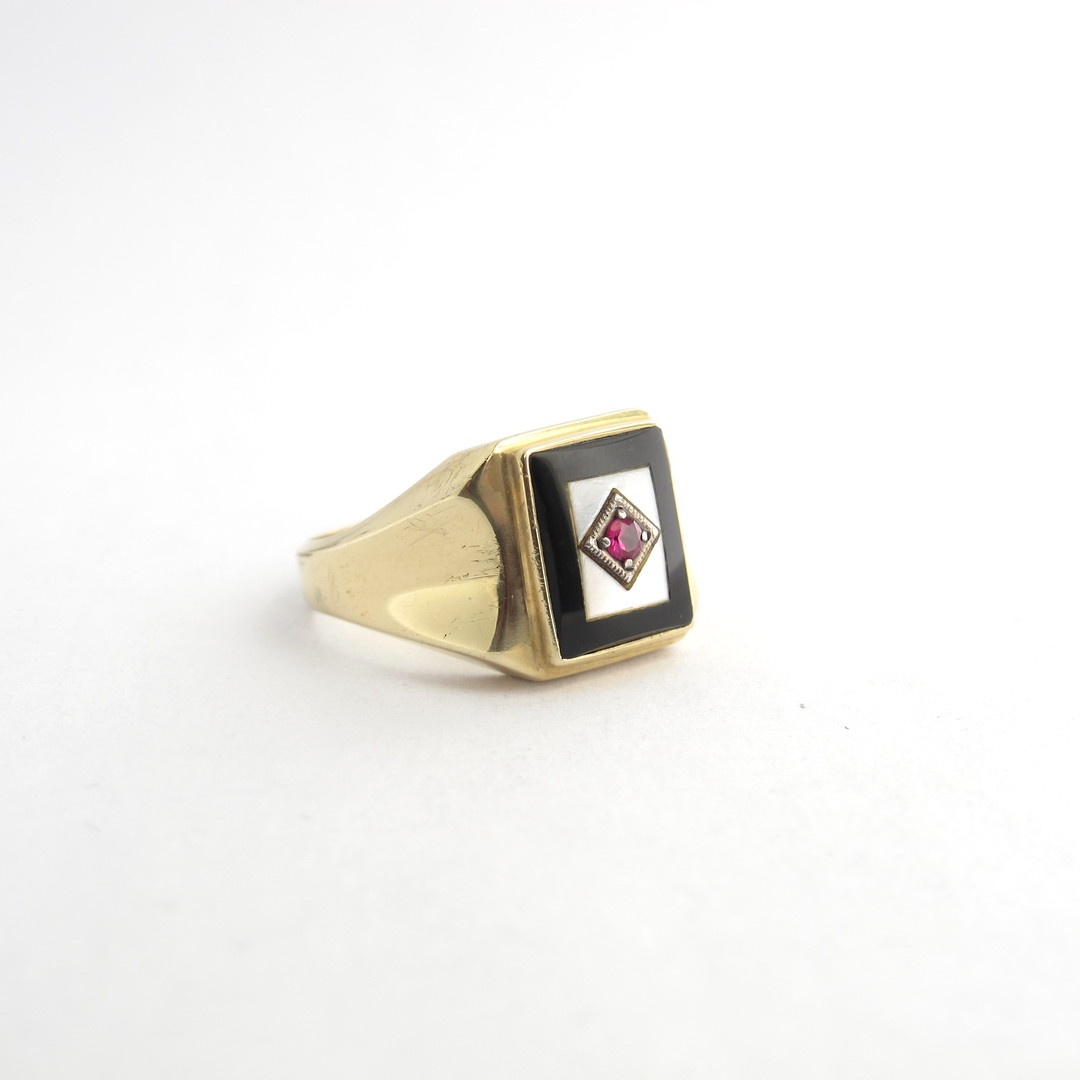 9ct yellow gold onyx, mother of pearl and synthetic ruby ring image 1