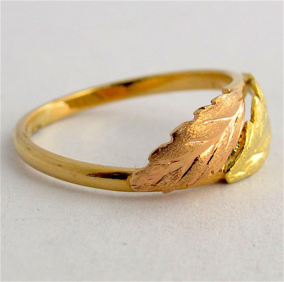 18ct bi-tone leaf design dress ring image 1