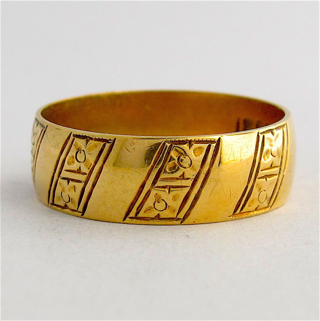 18ct yellow gold fancy vintage dress band image 0