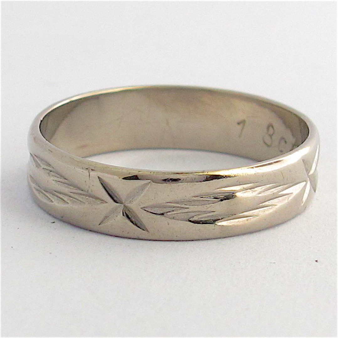 18ct white gold patterned band image 0