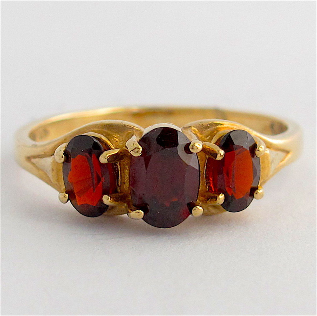 9ct yellow gold 3 stone garnet stone ring image 0