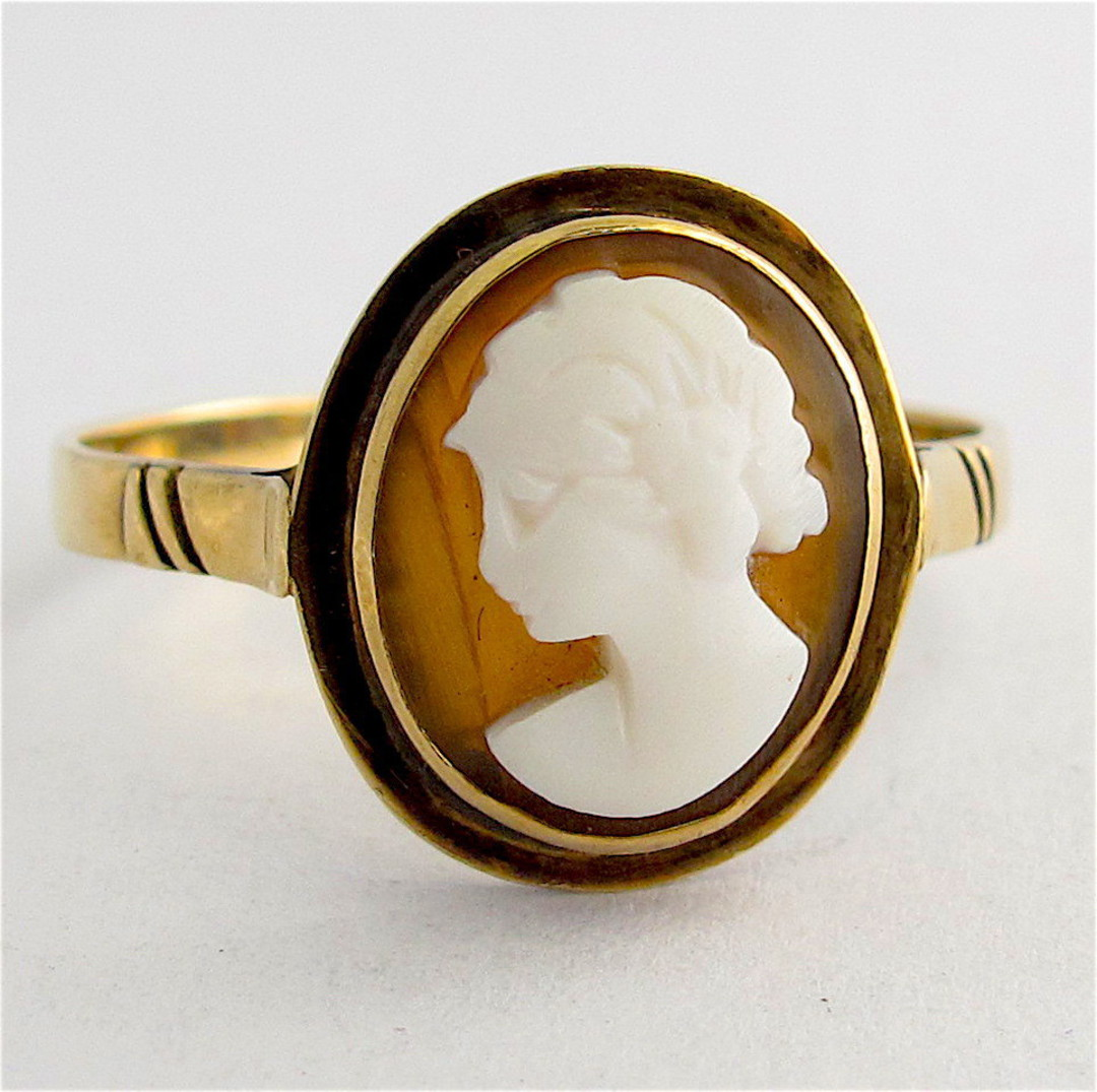 9ct yellow gold vintage shell cameo ring image 0