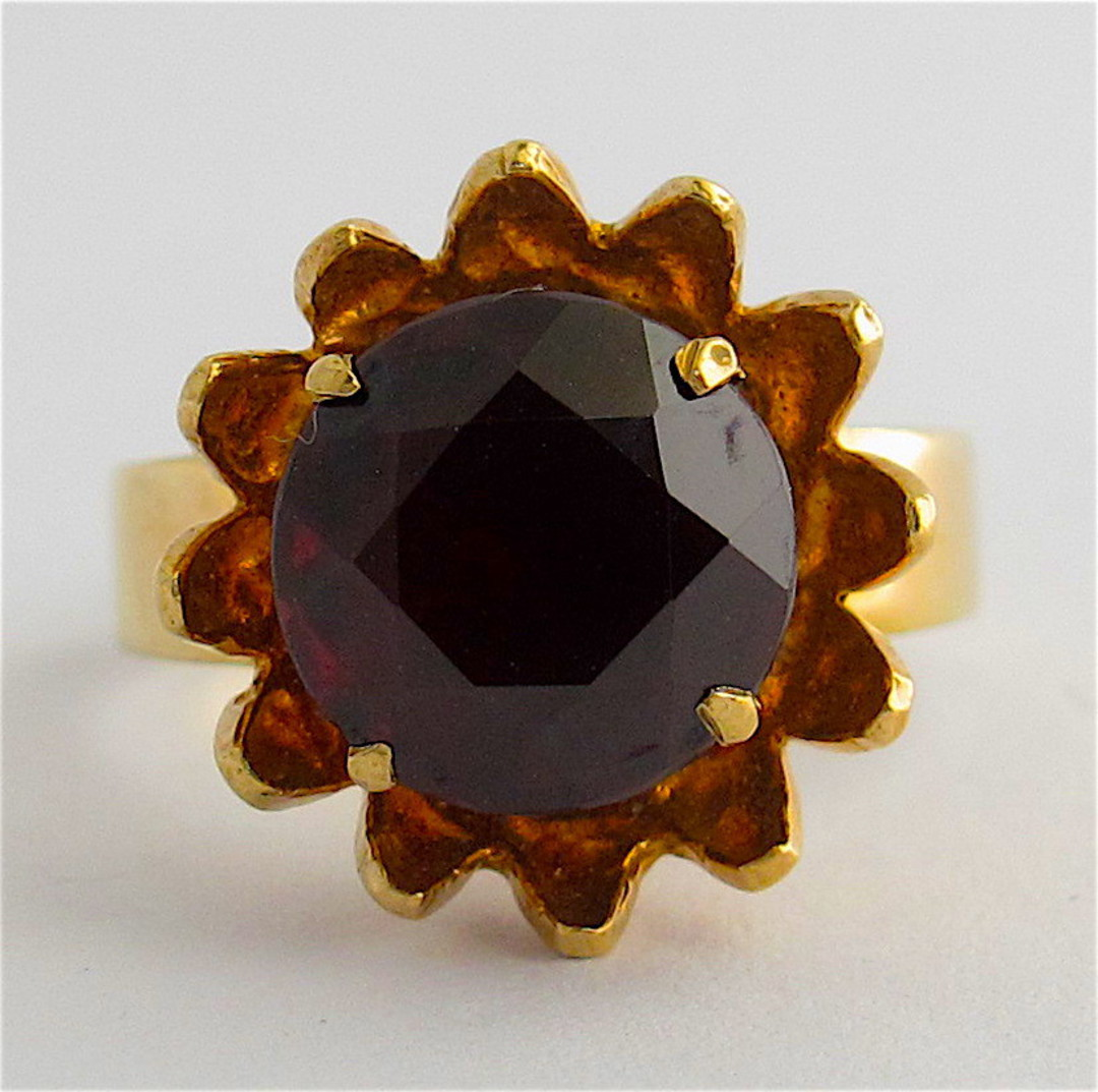 9ct yellow gold and garnet flower style ring image 1