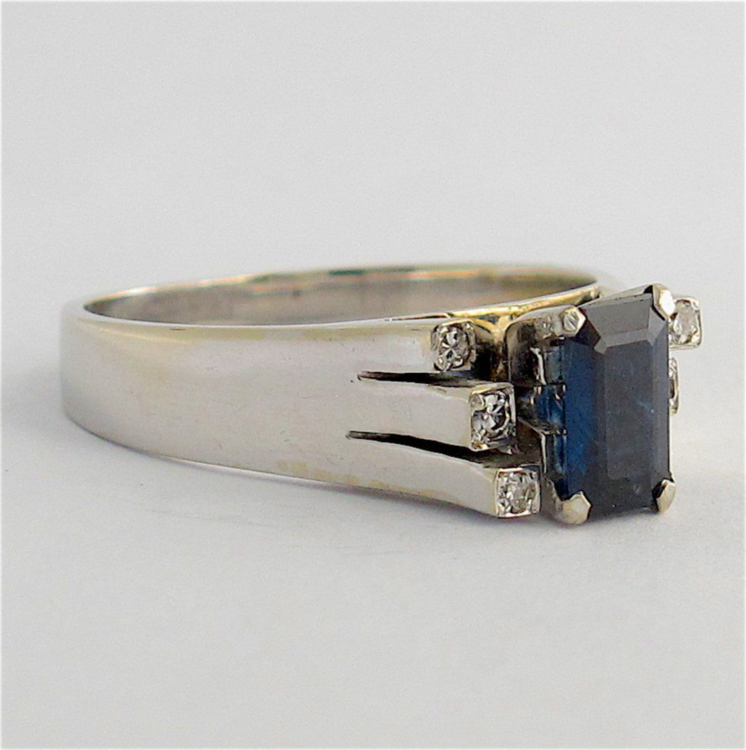 18ct white gold sapphire and diamond ring image 1