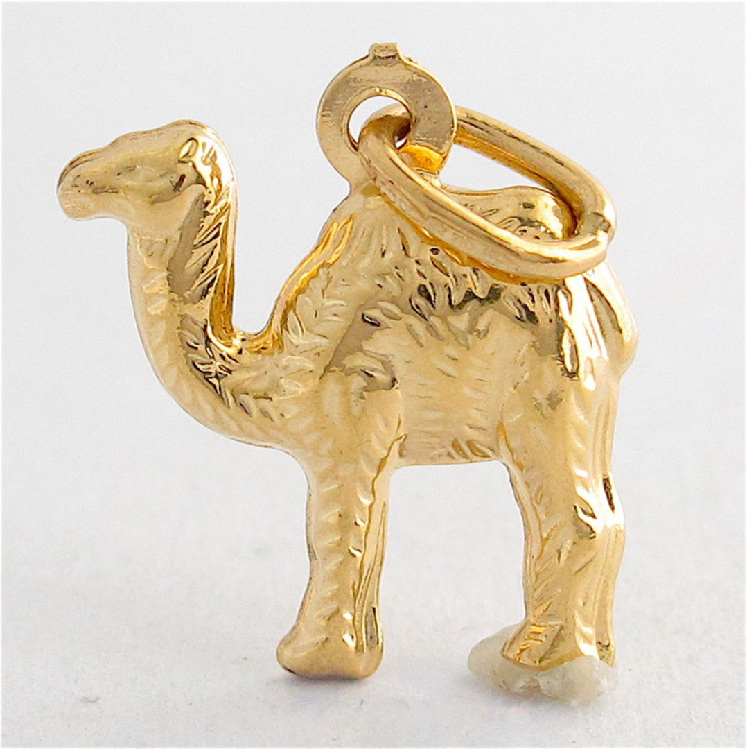 18ct yellow gold camel charm image 0