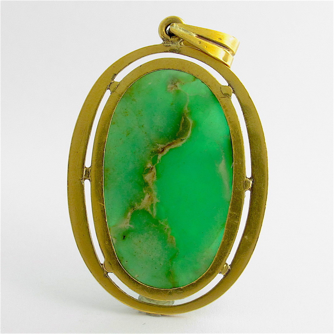 18ct yellow gold chrysoprase set pendant image 1