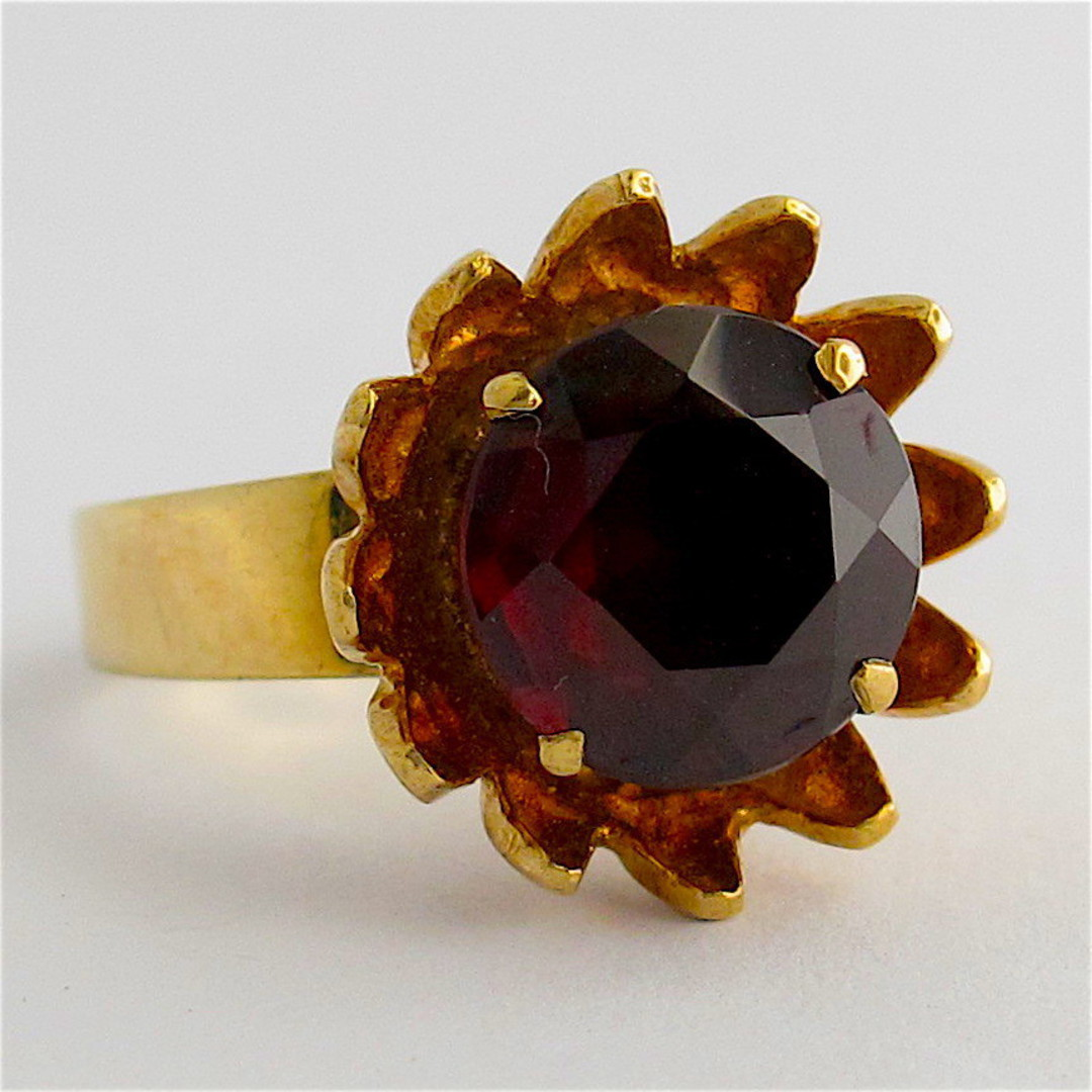 9ct yellow gold and garnet flower style ring image 0