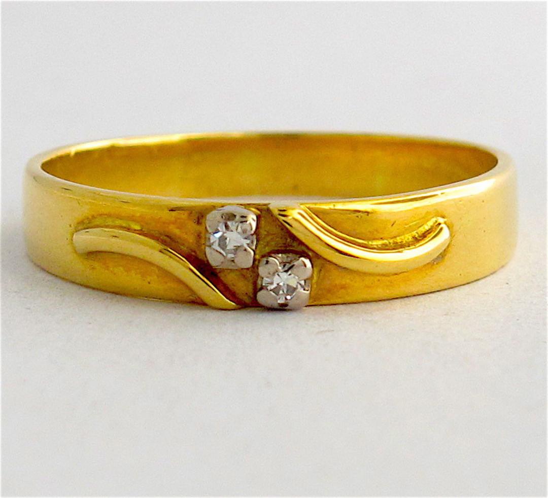 18ct yellow gold fancy diamond set band image 0