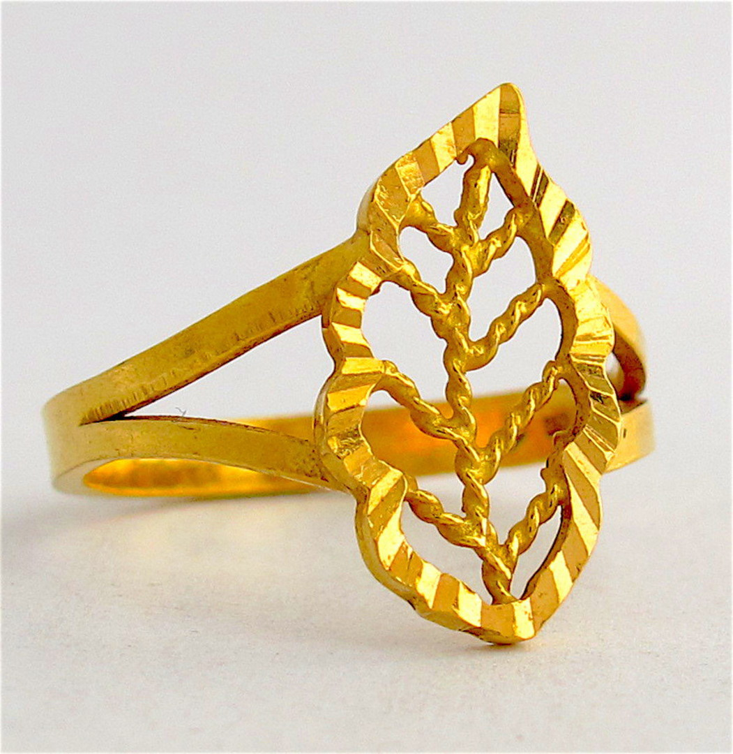20ct yellow gold leaf ring image 0