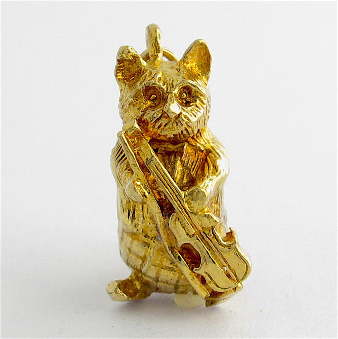 9ct yellow gold cat with a violin charm image 0